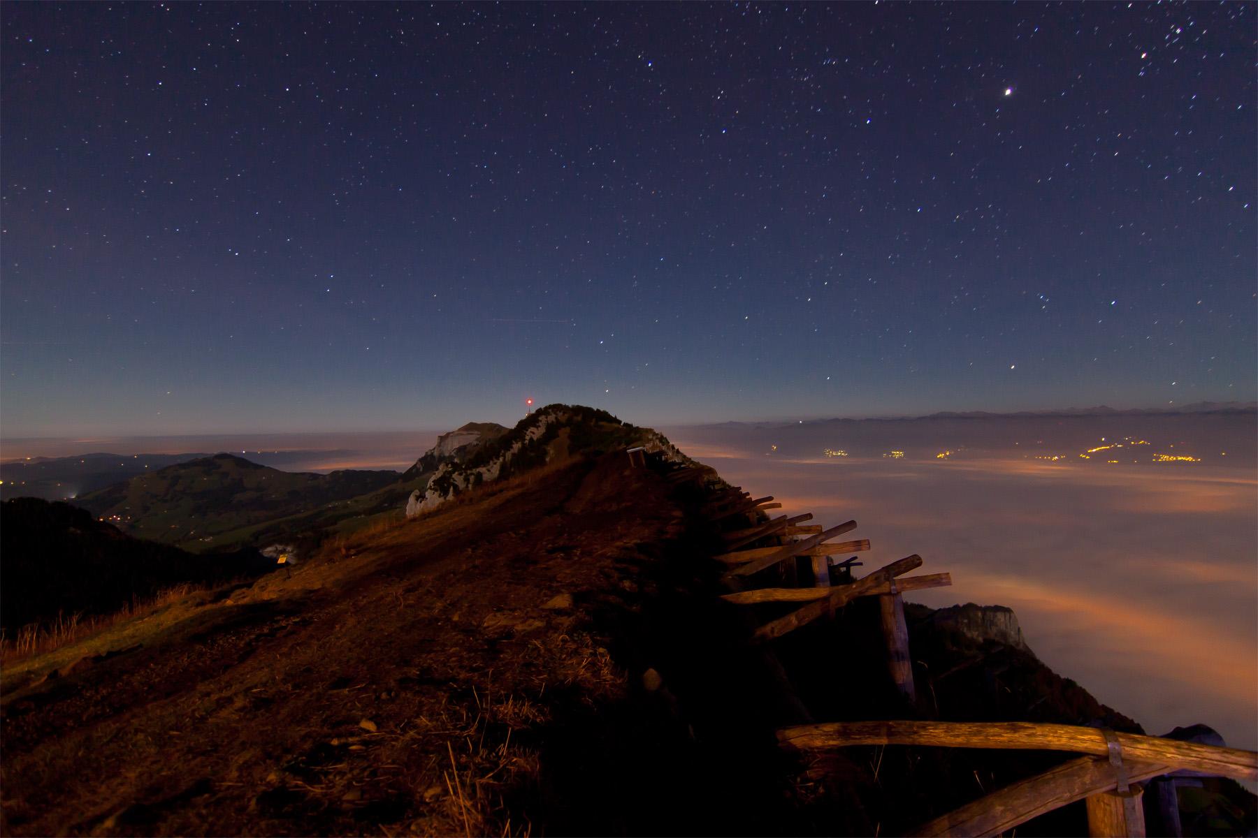 Blick Richtung Hoher Kasten; rechts Nebelmeer Rheintal; links Appenzeller Land