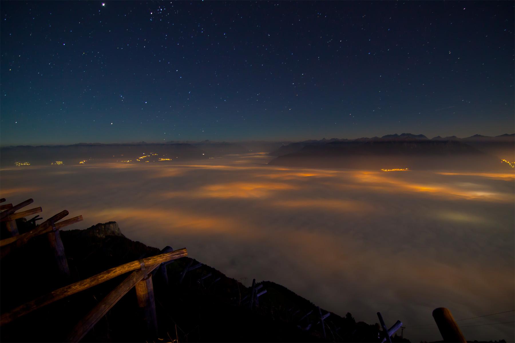 Weiterer Blick von Staubern auf das Nebelmeer im Rheintal und Walgau