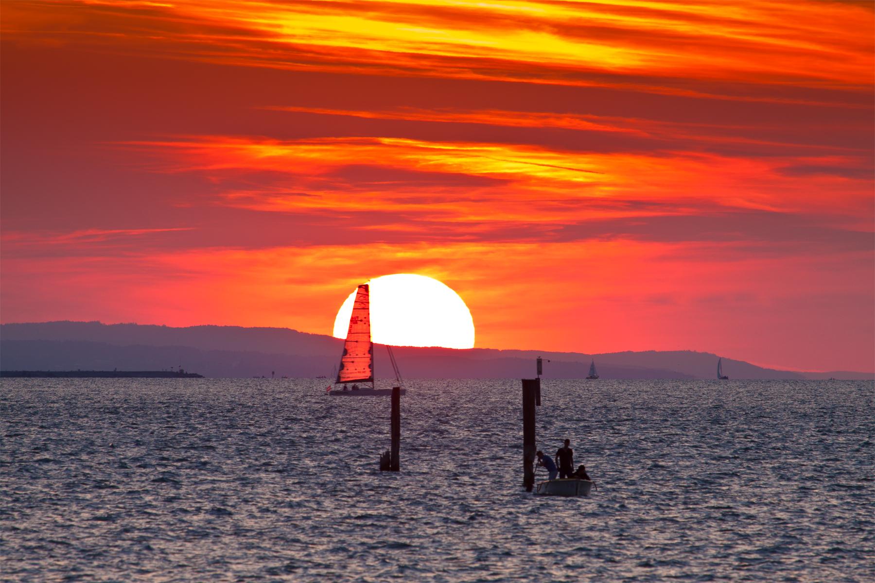 Leuchtendes Segel im Sonnenuntergang