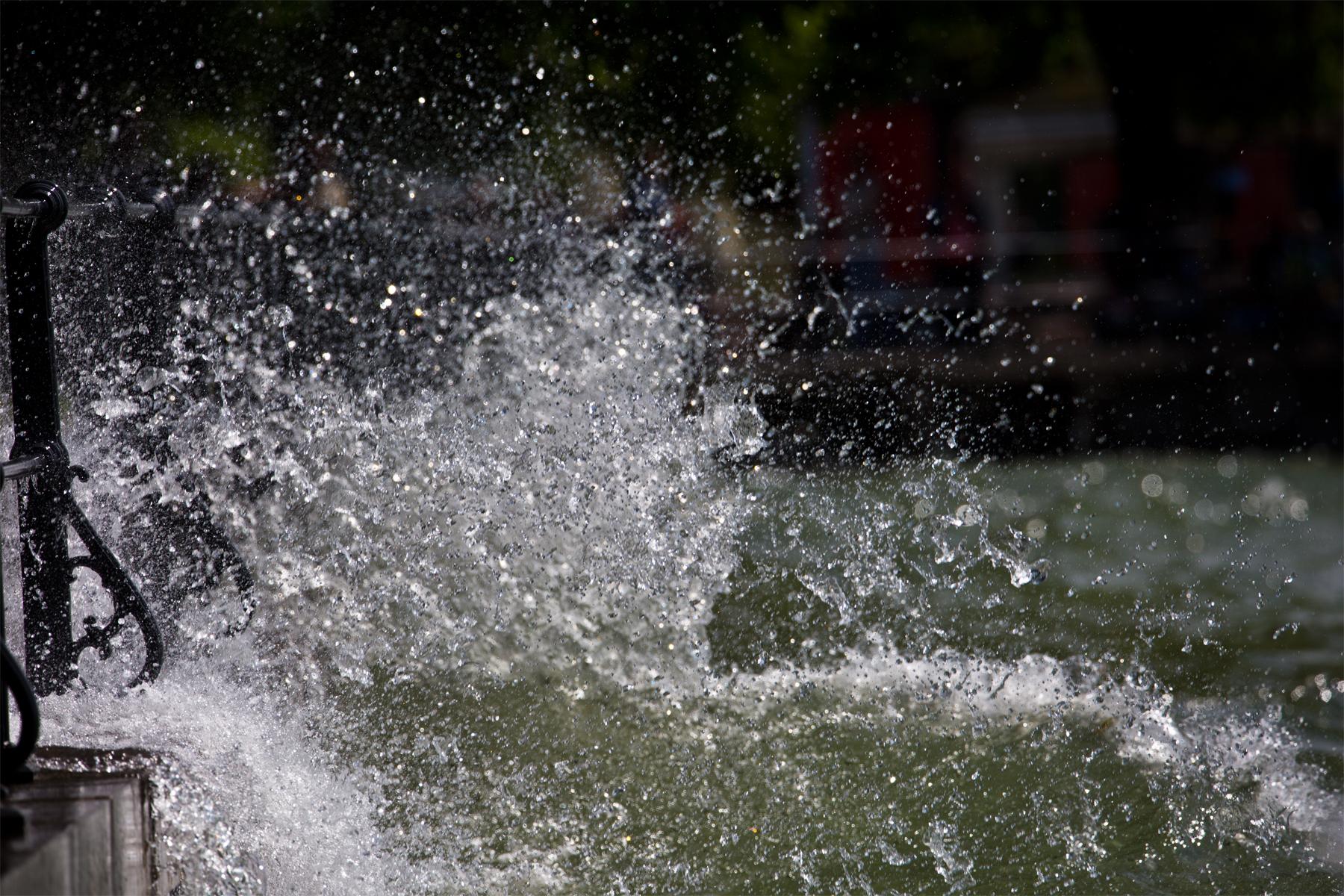 Bodensee-Gischt-Uferpromenade-Wasser-Lake-Constance-Hochwasser