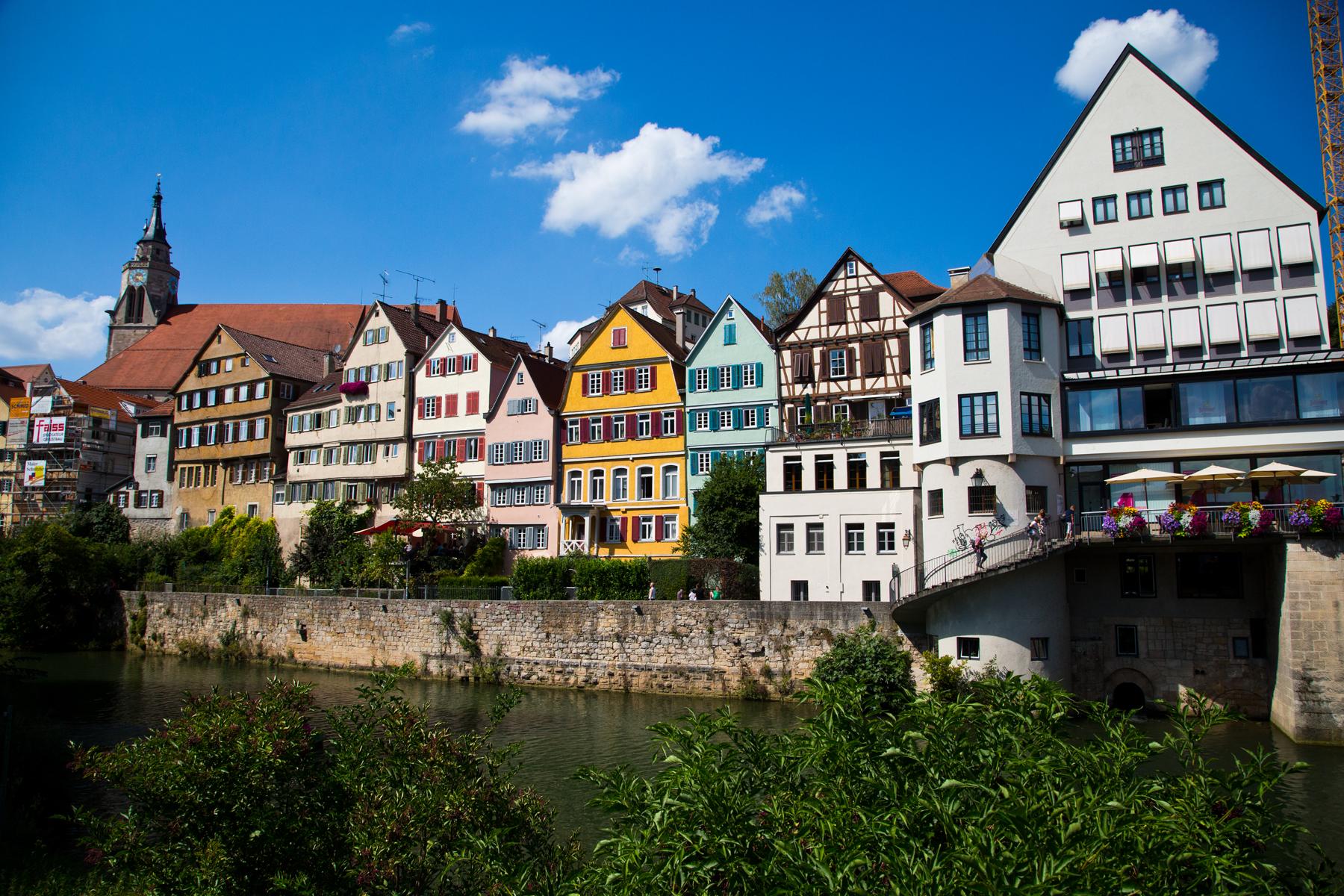 Häuserzeile am Neckarufer