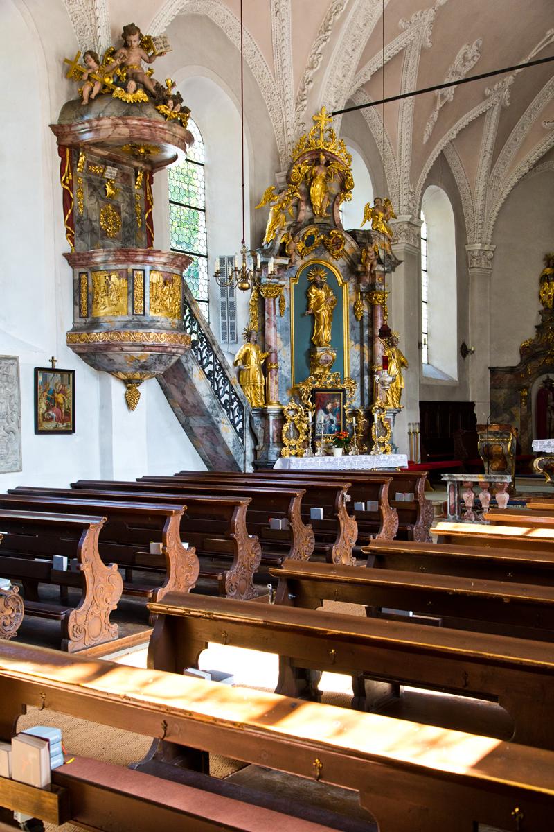 Kanzel mit linkem Seitenaltar, St. Martin - Gries im Sellrain
