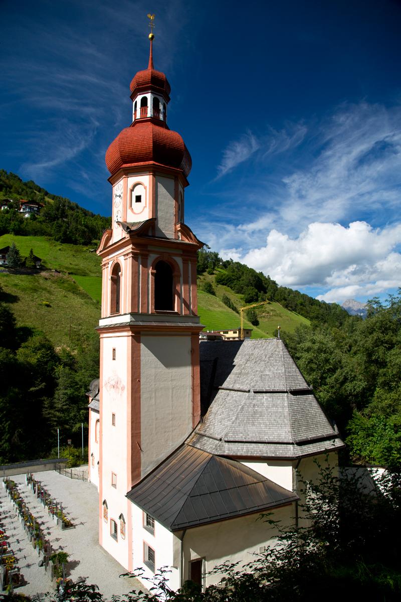 Kirche mit Doppelzwiebelturm