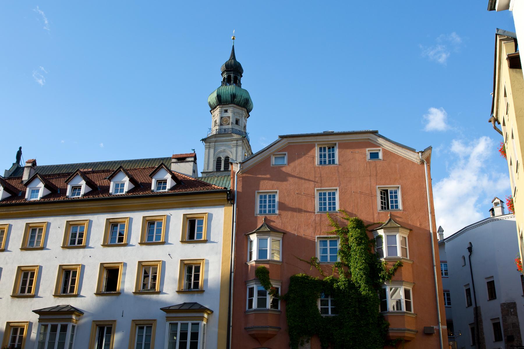 Bürgerhäuser mit Stadtpfarrkirche - Hall in Tirol