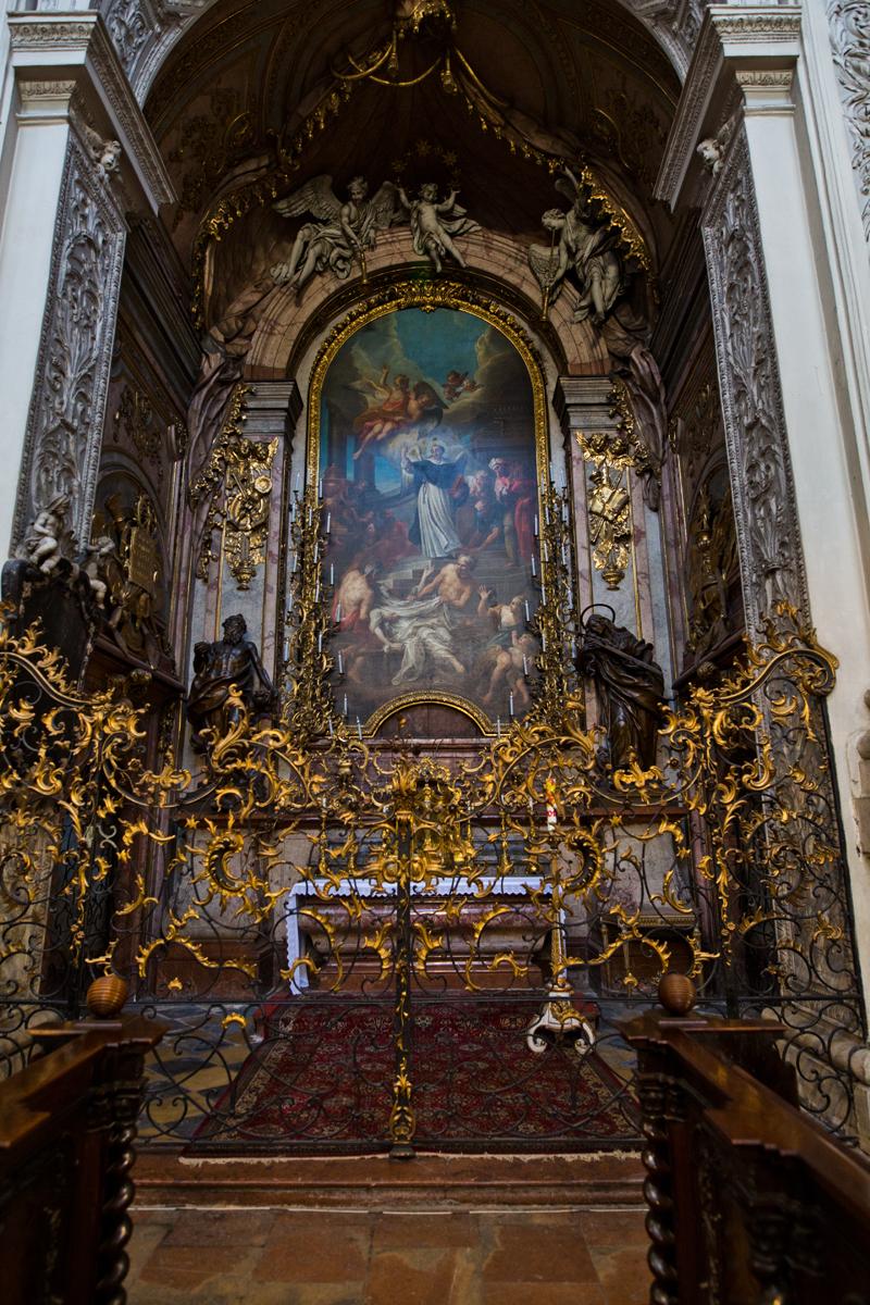 Seitenaltar - heiliger Vinzenz erweckt einen Toten