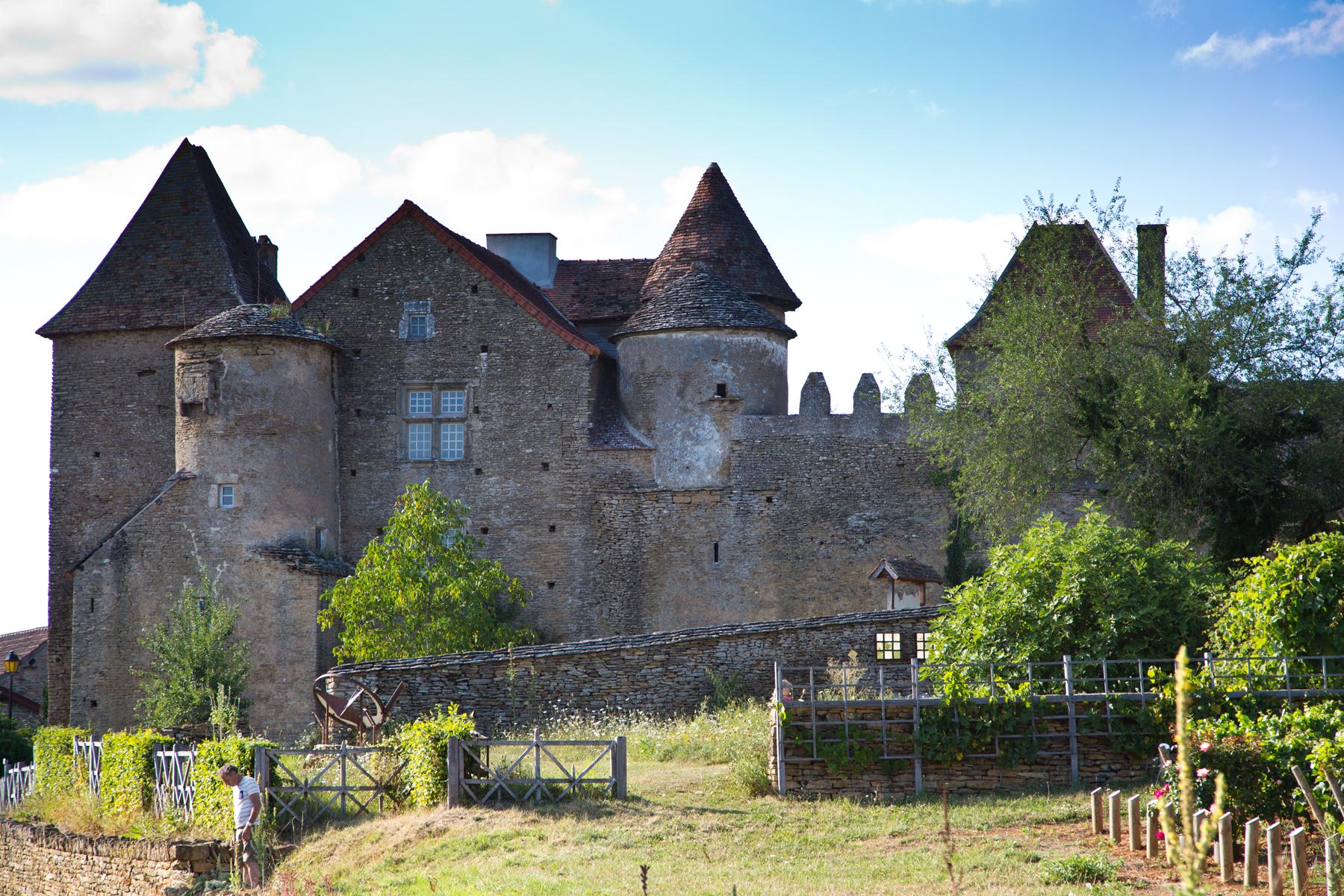 Bissy-sur-Fley-Château de Pontus de Tyard-Schloss-Sommer-Mauern-Festung