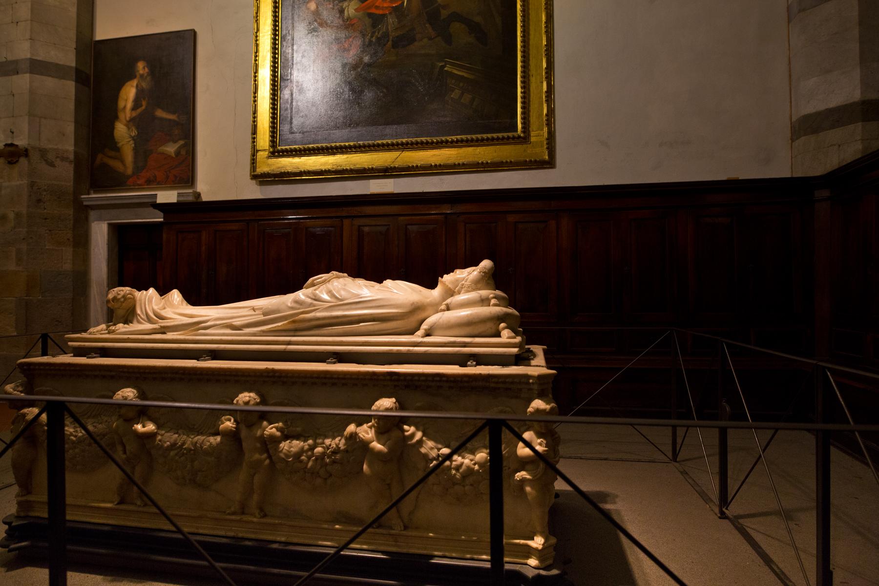 ehemalige Sakristei mit Sarkophag Ilaria del Carretto
