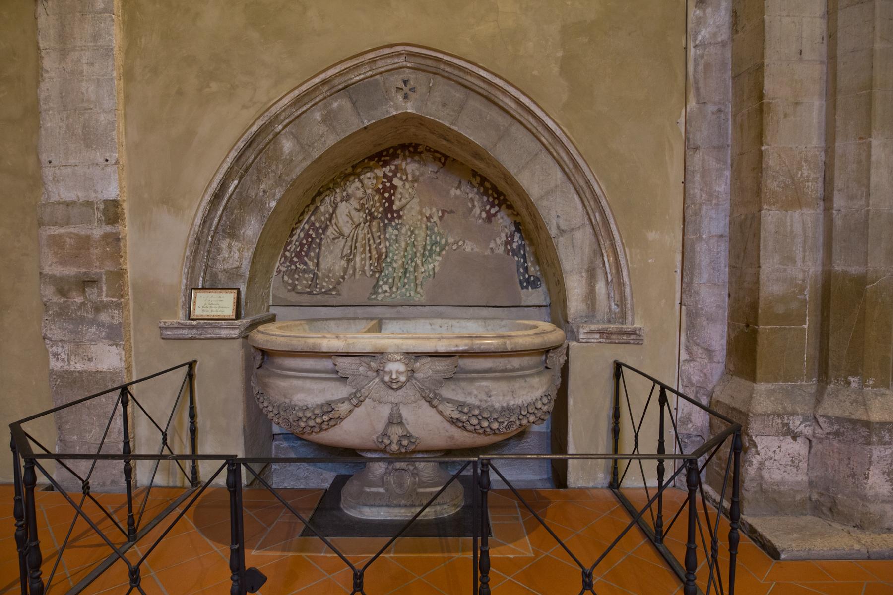 Taufbecken - Freskenreste Taufe Christi 14 Jhdt.
