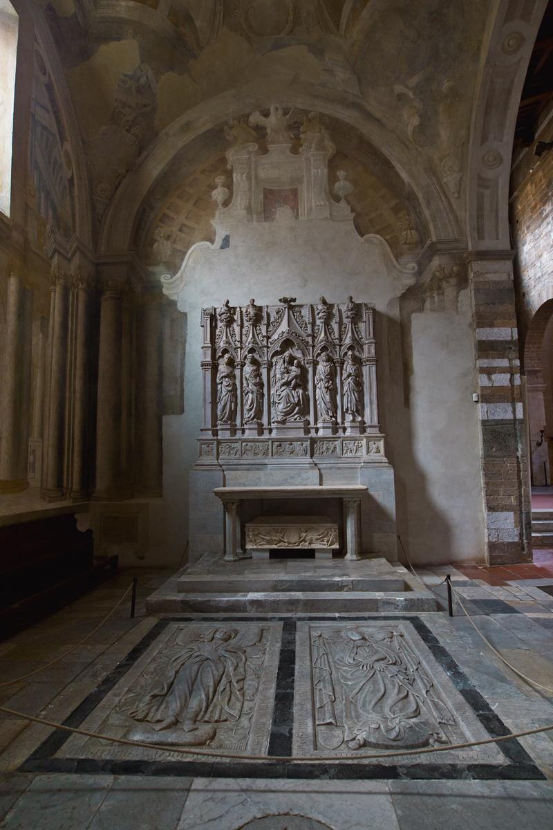 Grabplatten Seitenkapelle