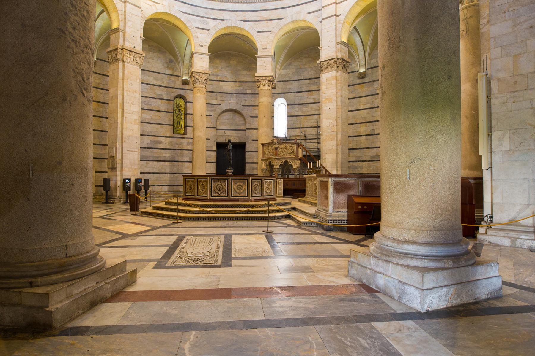 Säulenhalle Baptisterium