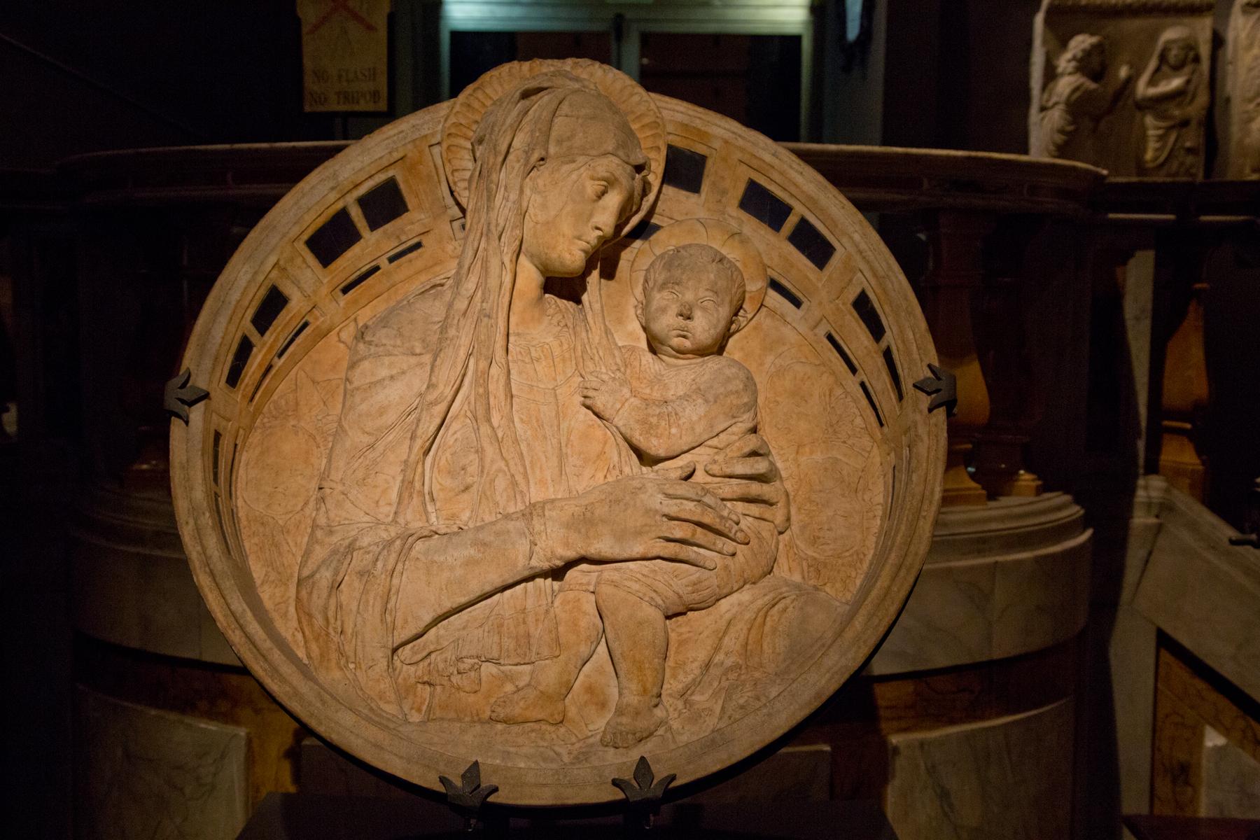 Relief Madonna mit Kind
