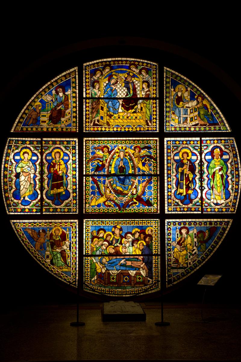 Glasfenster des Doms von Siena wurde von Duccio di Buoninsegna entworfen