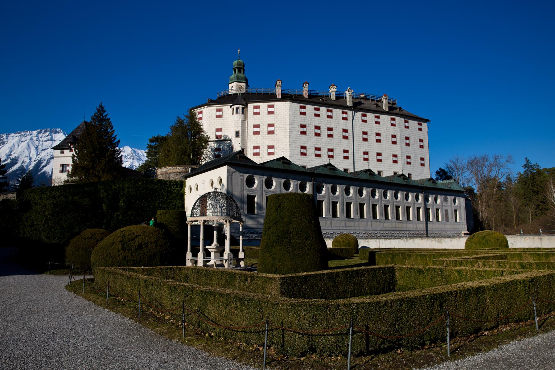 Parkanlage mit Schloss
