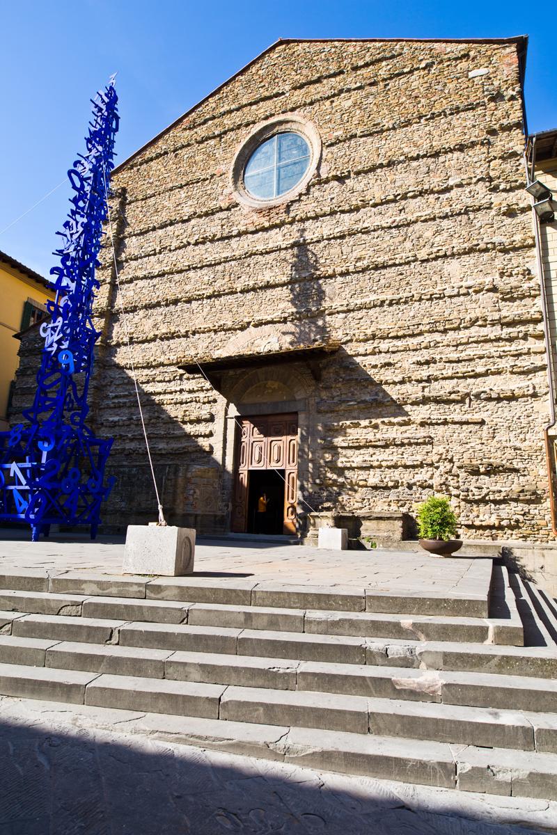 Eingang Kirche - schmucklose Fassade