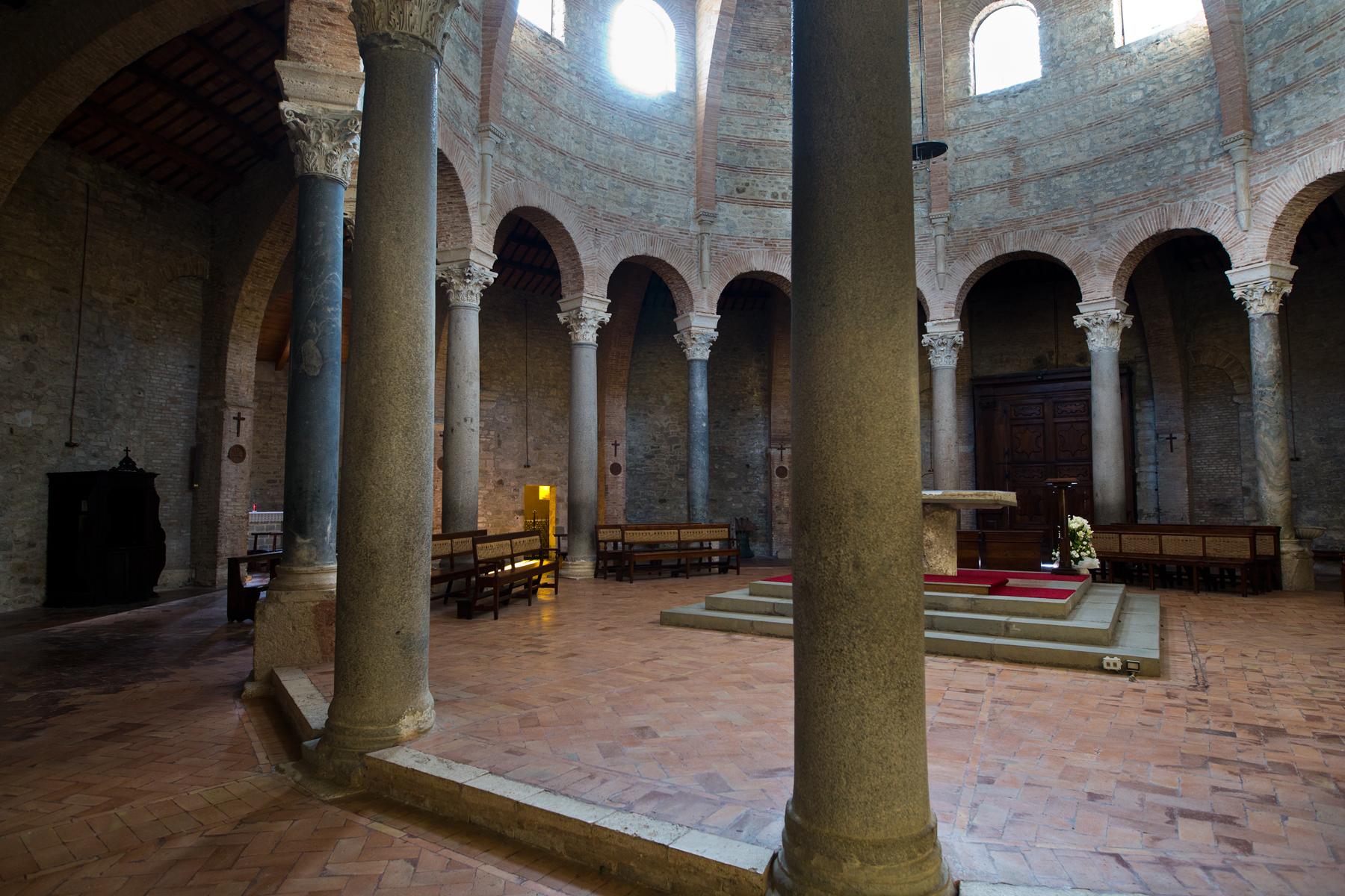 Säulen der Rundkirche